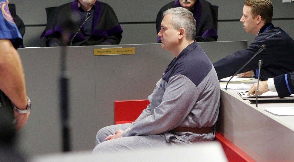 """Prosinec 2015. Radek Březina po vynesení rozsudku v kauze tzv. """"lihové mafie"""" u Krajského soud v Olomouci"""
