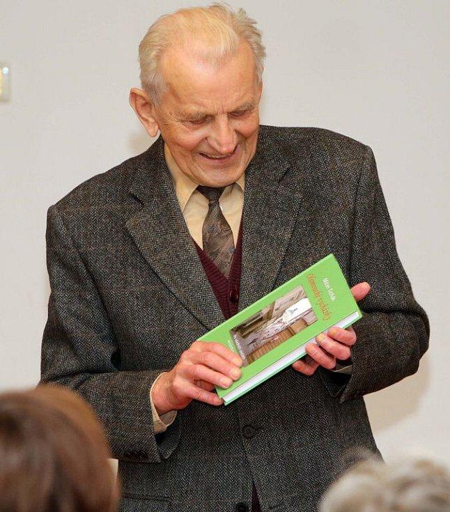 Historik Milan Tichák představil novou knihu Olomoucké vycházky