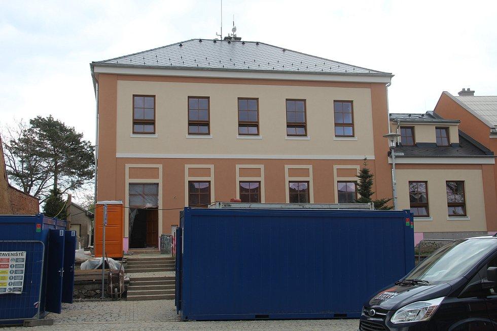V mateřské škole v Ústíně pokračuje rekonstrukce.