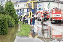 Ulice Zolova ve Slavoníně po vydatných deštích 7. srpna 2010