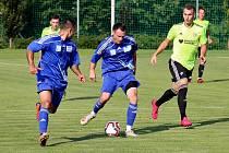 Fotbalisté Šternberka (v modrém). Ilustrační foto