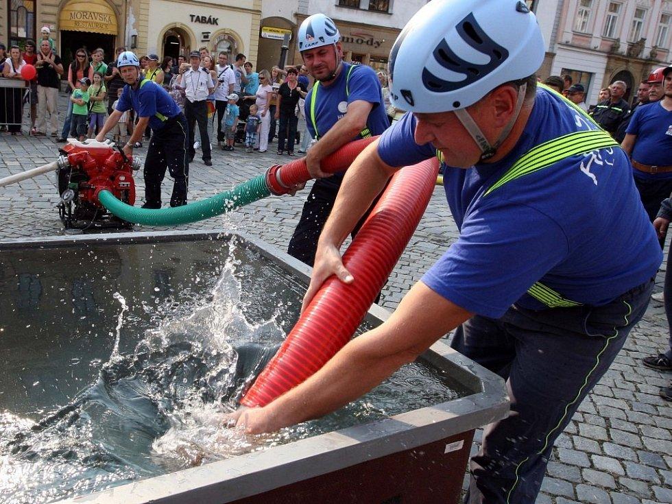 Odpoledne s hasiči a strážníky na Horním náměstí v Olomouci