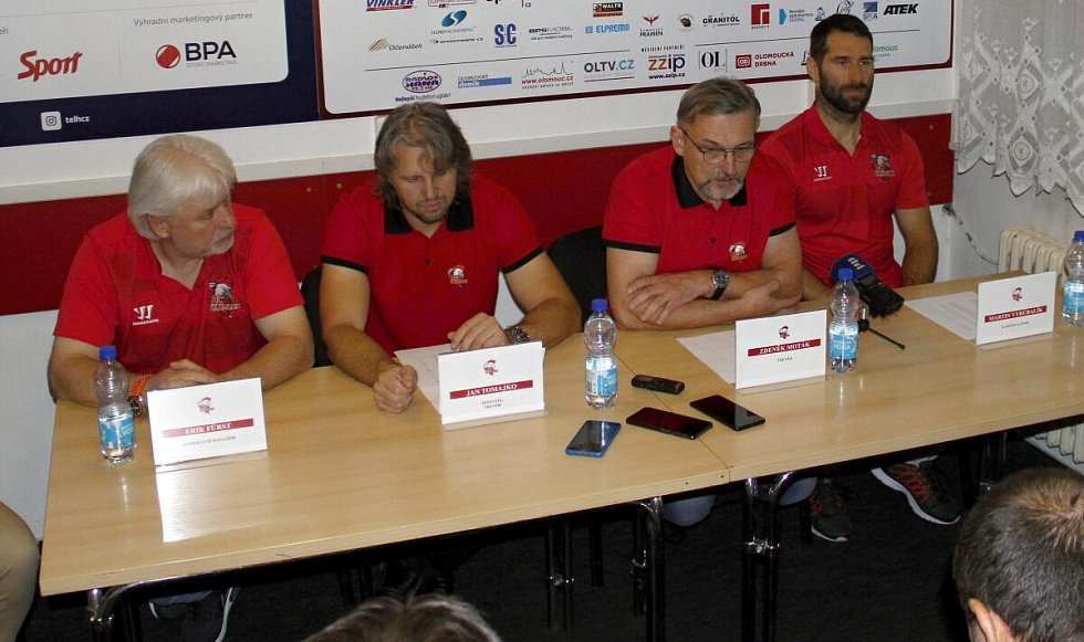 Tisková konference HC Olomouc před startem extraligy. Zleva Erik Fürst, Jan Tomajko, Zdeněk Moták a Martin Vyrůbalík
