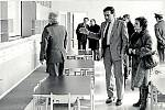 Otevření mateřské školy. Dne 8. března roku 1984 byla v Moravském Berouně slavnostně otevřena mateřská škola. Vepředu stojí tehdejší předseda Městského národního výboru Ivan Ludmila.