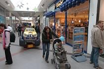 Nakupování v nákupním centru.