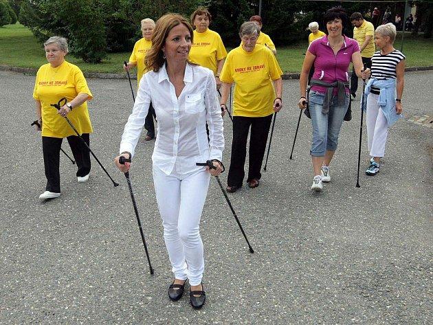 Nordic walking v domově důchodců v Chválkovicích