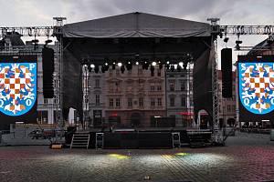 Dny evropského dědictví 2019 v Olomouci. Pódium na Horním náměstí pro open air představení.