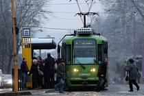 """Po dvou dnech se v Olomouci opět rozjely """"zamrzlé"""" tramvaje"""