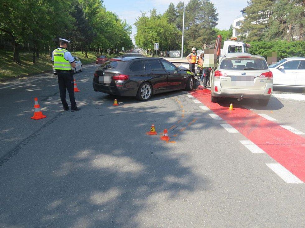 Následky nehody na křižovatce ulic Hněvotínská a Stupkova v Olomouci