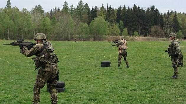 Velitelé se snaží výcvik přiblížit bojovým podmínkám.