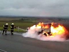 Požár dodávky u Prostějova - snímek z videa