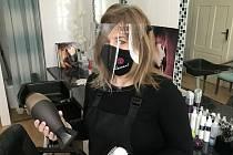 Příprava na znovuotevření kadeřnictví. Ilustrační foto