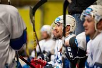 Hokejový výběr Univerzity Palackého Olomouc (UPOL) v bílém. Ilustrační foto