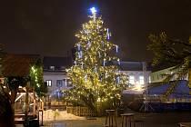 Vánoční strom na náměstí ve Šternberku. Ilustrační foto