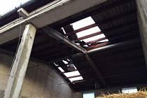 Bouřky v Olomouckém kraji trhaly střechy a lámaly stromy