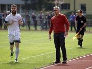 Fotbalisté Uničova porazili Mohelnici (v bílém) 4:0 Jakub Heidenreich a Jiří Balcárek, trenér Uničova