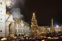 Rozsvícení vánočního stromu a ohňostroj.