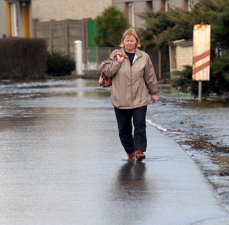 Vodě se neubránil ani Grygov u Olomouce. Takhle tam vypadaly cesty v úterý 4. dubna 2006