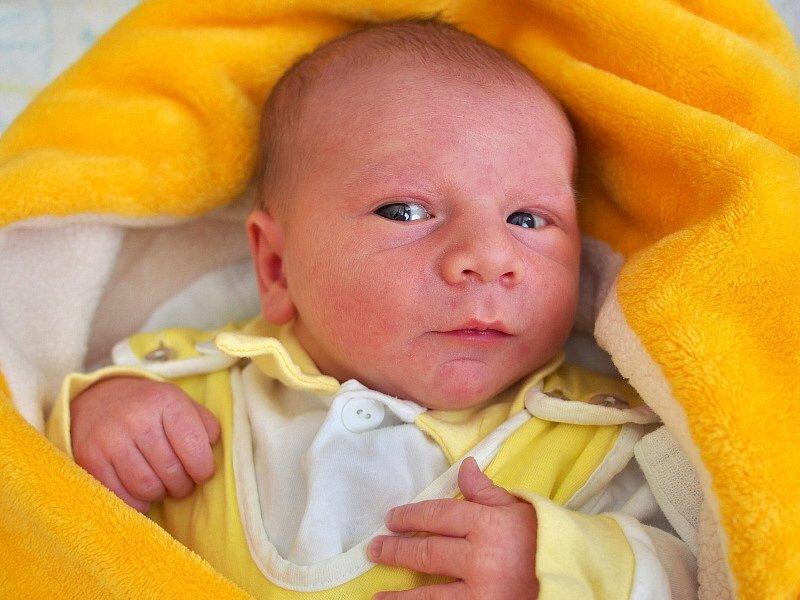 Jakub Vepřek, Olomouc, narozen 11. dubna ve Šternberku, míra 50 cm, 3500 g