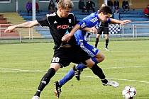 Fotbalisté Uničova (v modrém) proti HFK Olomouc