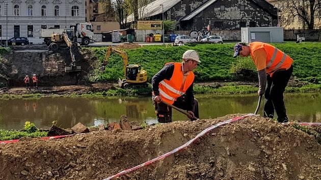 U Bristolu začaly zemní práce pro provizorní lávku pro pěší a cyklisty.