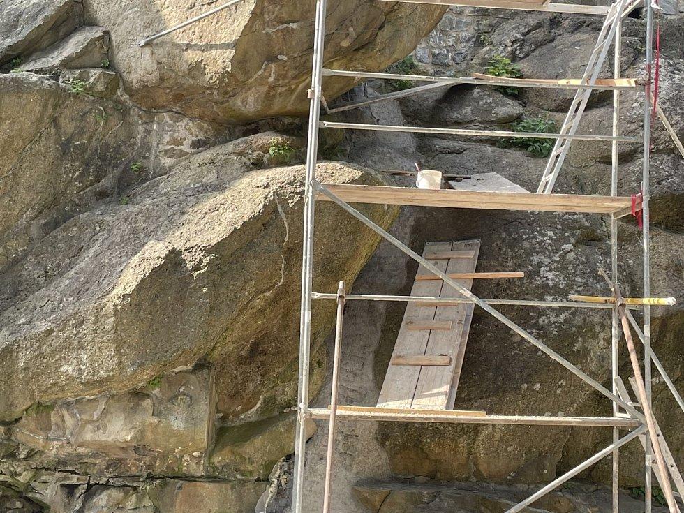 Stavba vodopádu v Bezručových sadech v Olomouci 12. září 2021