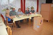 Při posledních volbách měli V Labuticích výbornou účast. V sobotu po ránu byla však volební místnost prázdná.