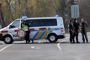 Policejní zátaras. Ilustrační foto.