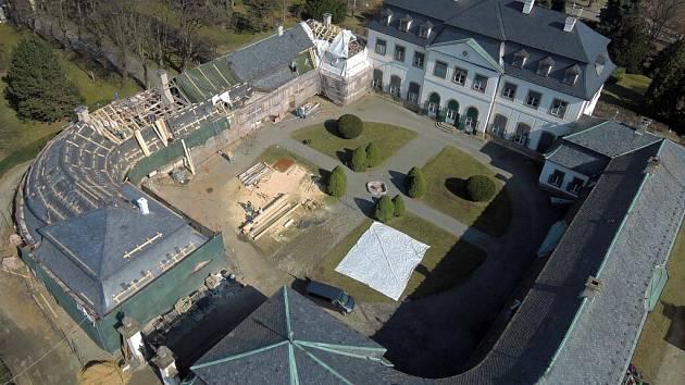 Oprava střechy zámku v Náměšti na Hané