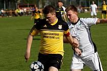 Fotbalisté Nových Sadů (ve žlutém). Vilém Papica