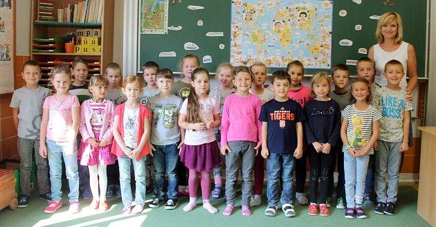 Žáci první třídy ze ZŠ Droždín spaní učitelkou Bronislavou Pechánkovou