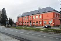 Budova školy v Dlouhé Loučce