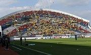 Fans Opavy postupně plní severní tribunu Androva stadionu