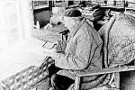 Kronikář Luběnic Jan Bundil v 80. letech při práci