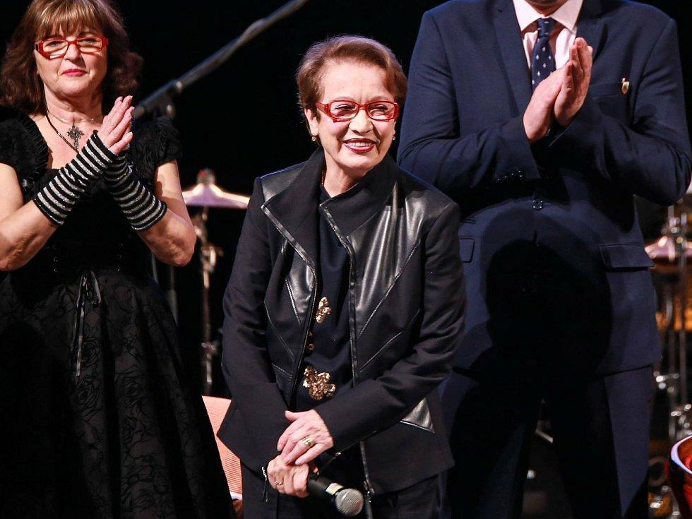 Hana Maciuchová na zahájení literárního festivalu ve Františkových Lázních v listopadu 2011