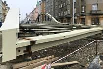 Příprava konstrukce nového mostu na Masarykově třídě v Olomouci. Konec října 2020