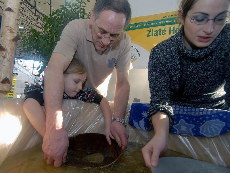 Tourism Expo: Na návštěvu Zlatých hor v Jeseníkách lákají návštěvníky rýžováním zlata přímo na veletrhu.