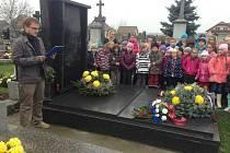 Připomínka 17. listopadu u pomníku nákelského rodáka Jana Opletala