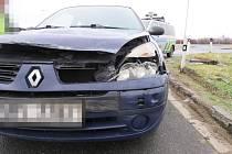Nehoda renaultu na dálnici D35