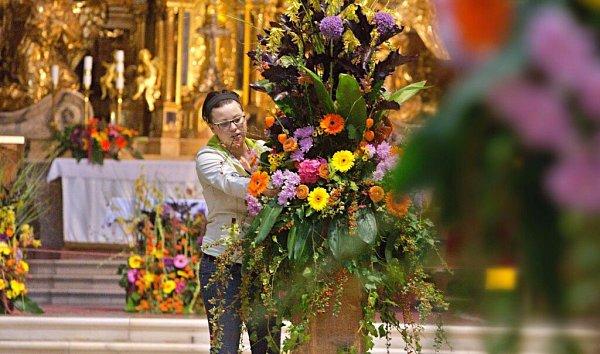 Chrám sv. Michala vOlomouci. Květinová výzdoba vrámci podzimní Flory