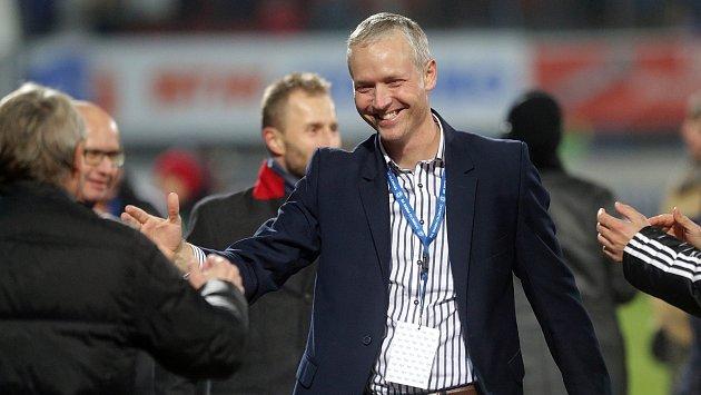 Trenér Sigmy Václav Jílek si po závěrečném hvizdu užívá výhru nad Spartou