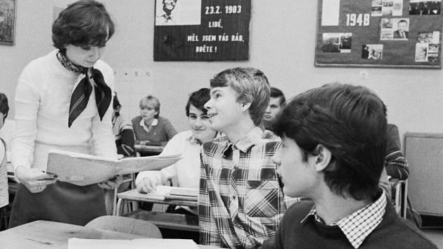 Gymnazisté v roce 1983. Ilustrační foto