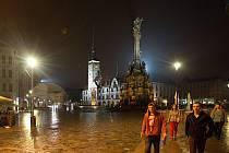 """Září 2014: lampy Thorn přezdívané """"sirky"""" na Horním náměstí v Olomouci nahradila svítidla Philips UrbanStar"""