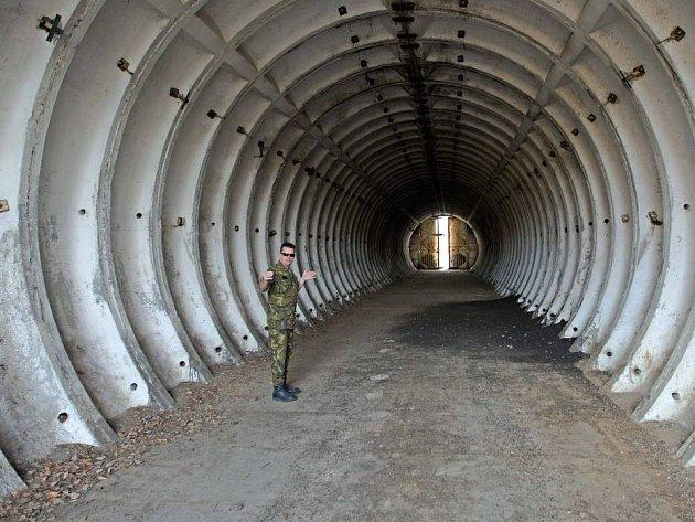 Palebné postavení oddílu 122. raketové brigády Sovětské armády - Západ - Přáslavice. Pohotovostní muniční sklad. Zde mohly být jaderné hlavice pro raketový systém 9K76B Temp-S v udávané síle 0,5 Mt TNT. Tímto ničivým komplexem byla zdejší raketová brigáda
