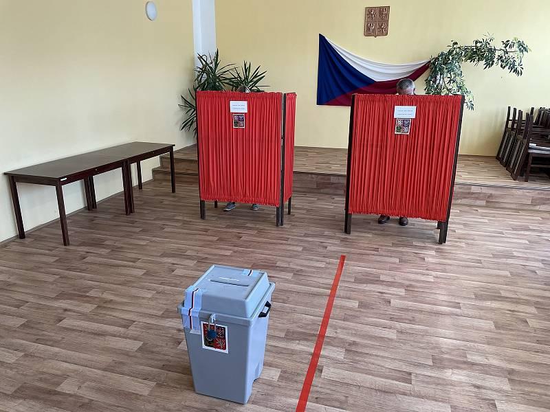 Volby v Nové Hradečné, kde je starostou lídr kandidátky Pirátů a Starostů Tomáš Müller (STAN), na snímku. 9. října 2021