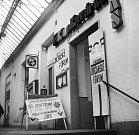 Sídlo Občanského fóra v Kinokavárně Jas v pasáži. Sametová revoluce v Olomouci