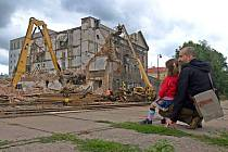 Bourání sladovny ve Wolkerově ulici v Olomouci