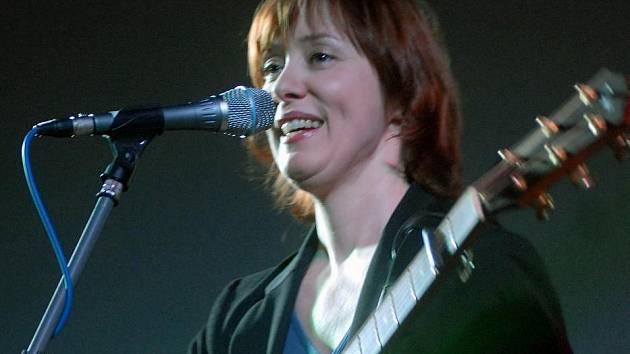 Suzanne Vega na koncertě v rámci Academi Filmu Olomouc v roce 2006