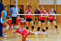 Volejbalistky Šternberka (v červeném) proti Prostějovu