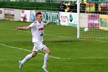 Matěj Biolek v dresu HFK Olomouc se raduje z gólu
